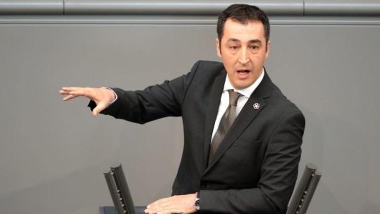 Cem Özdemir: Merkel'den daha güçlü bir duruş beklerdim
