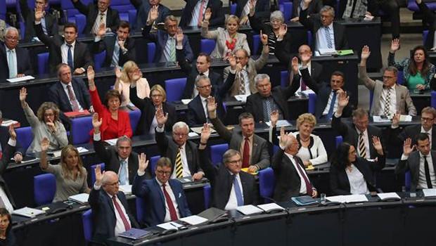 Soykırım yasası Alman Meclisi'nden geçti