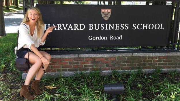Sharapova Harvard'a kayıt yaptırdı