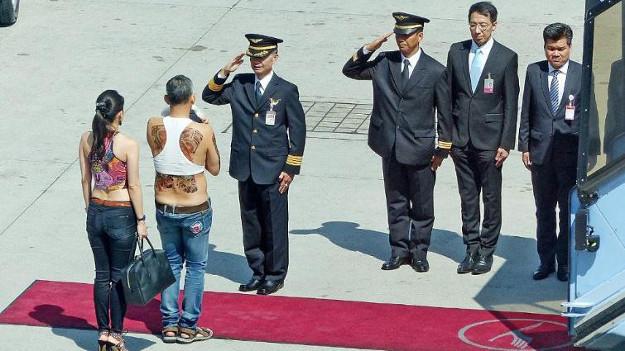 Tayland Prensi 'büstiyeri' ile Almanya'da