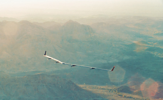 Facebook'un dev uçağı Aquila ilk uçuşunda