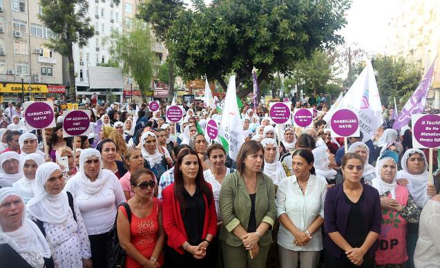 HDP'li kadınlar demokrasi nöbetinde