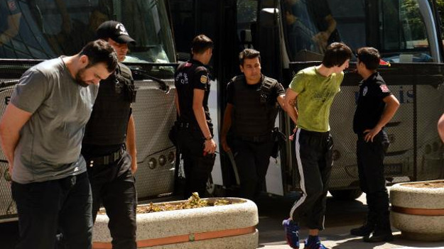 Havalimanı saldırısıyla ilgili 17 kişi adliyeye sevkedildi