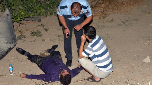 Polisten yaralı gence: 'Sakın uyuma...'