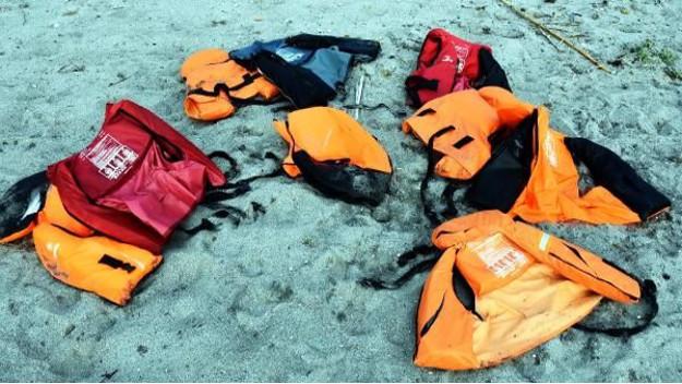 156 kişi taşıyan tekne battı