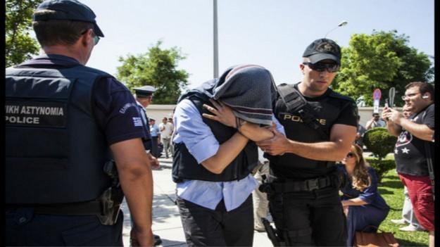 Yunanistan 8 askeri iade edecek mi?