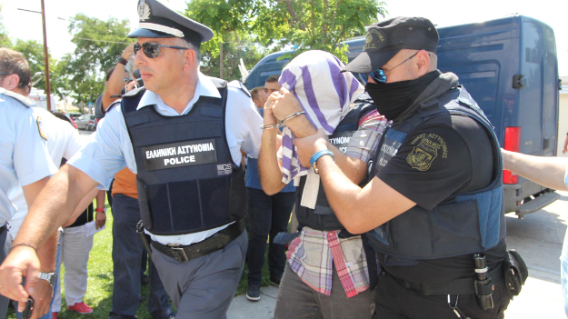 Yunanistan'a kaçan askerler için karar verildi