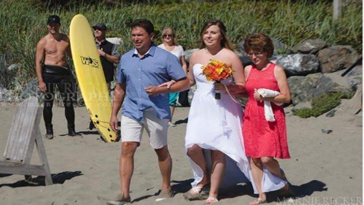 Kanada Başbakanı üstü çıplak halde düğünde!
