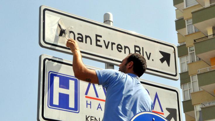 Kenan Evren'in adı kentlerden silinecek