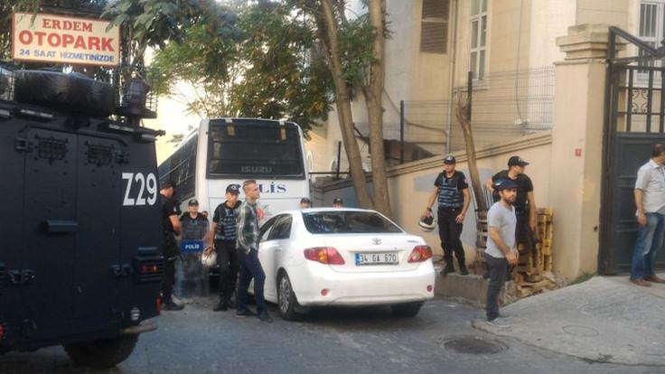 Özgür Gündem'e polis baskını