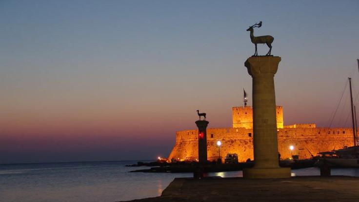 17 Türk Rodos'a kaçtı