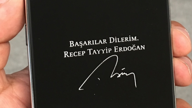 Cumhurbaşkanı Erdoğan imzalı özel telefon üretildi