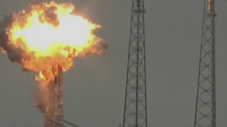 SpaceX roketi deneme ateşlemesi sırasında patladı