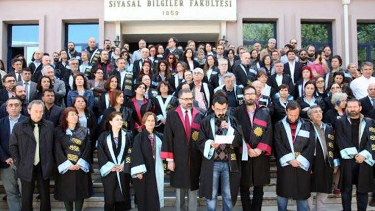 AÜ'lü akademisyenlerden ihraç edilen arkadaşlarına destek