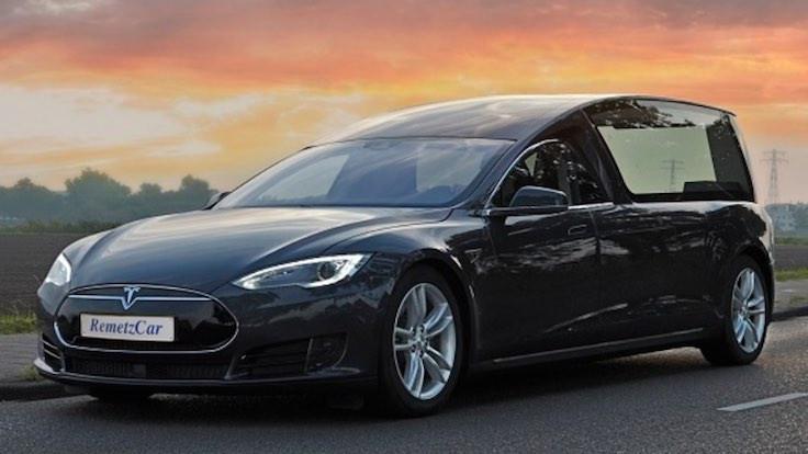 Elektrikli cenaze arabası üretiliyor