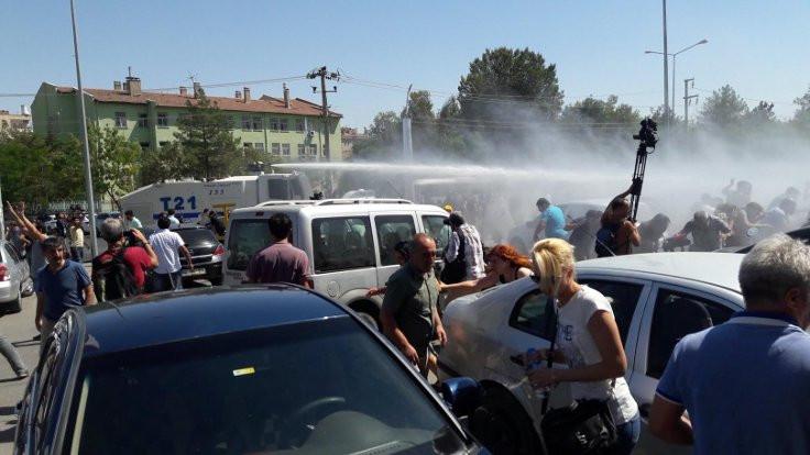 Diyarbakır'da öğretmenlere gazlı müdahale
