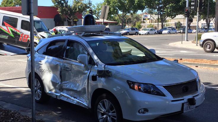 Google'ın sürücüsüz otomobili kaza yaptı