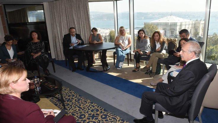 Kılıçdaroğlu tutuklu yazar aileleriyle görüştü