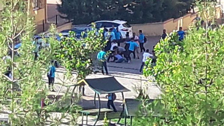 Liselilerin bıçaklı, kemerli kavgası