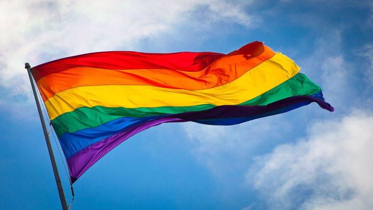 Sekiz yaşında lezbiyenlik tutuklaması