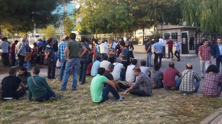 Diyarbakır'da 8 öğretmen serbest