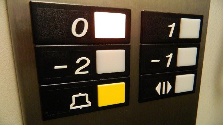 Asansörlerdeki kapat düğmeleri 'feyk'miş!