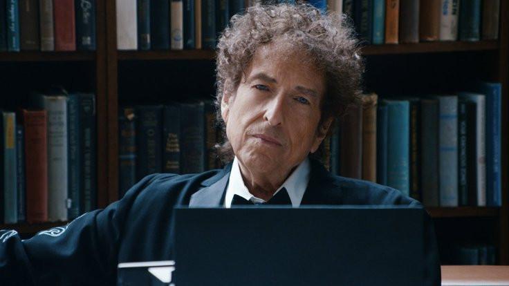 Bob Dylan devrimci tavrını göstermeli!