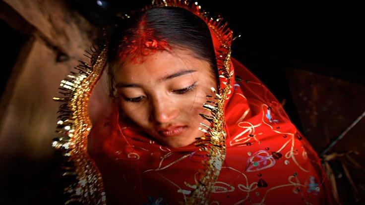 Dünyada her 7 saniyede bir çocuk evleniyor