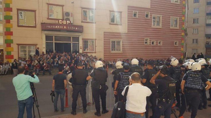 Diyarbakır'da gözaltılara karşı oturma eylemi