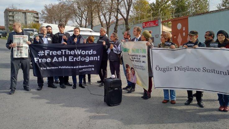Alman yayıncılardan tutuklu yazarlara destek