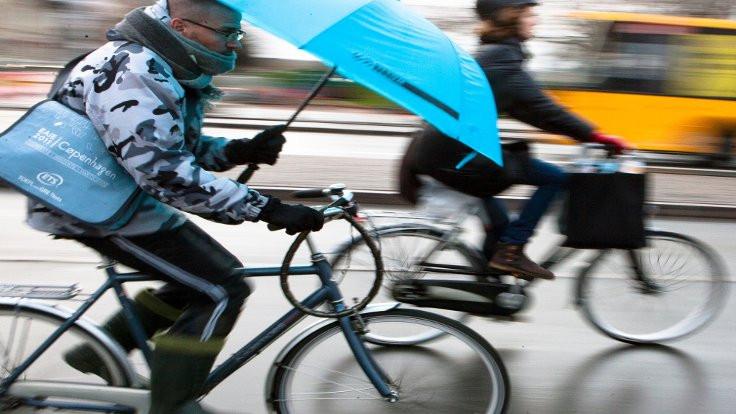 Kopenhag'ta bisikletler arabaları geçti