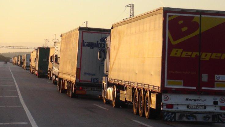 Rüşvet operasyonu sınır geçişlerini durdurdu
