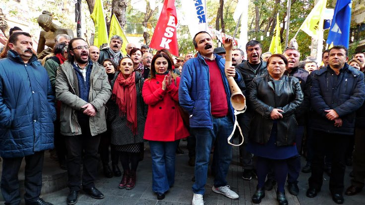 KESK, kamudan ihraçları protesto etti
