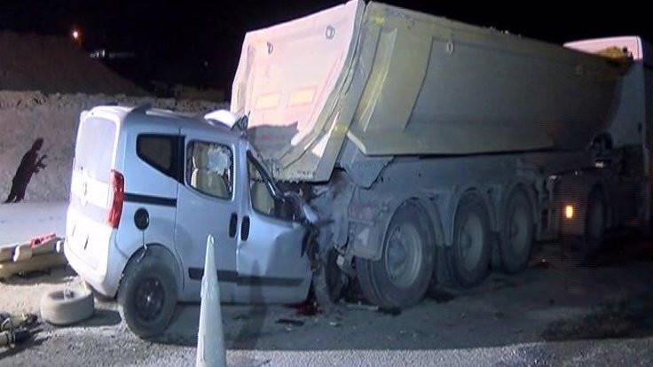 Hafriyat kamyonlu kazada 2 ölü!