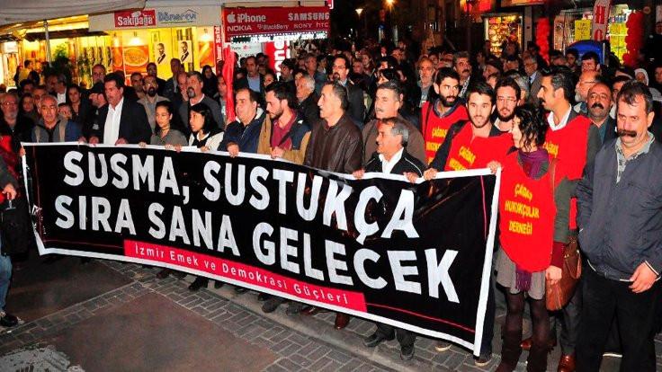 İzmir'de derneklerin kapatılması protesto edildi