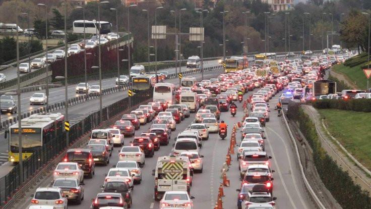 İstanbul: Köprüde kaza trafiği kilitledi