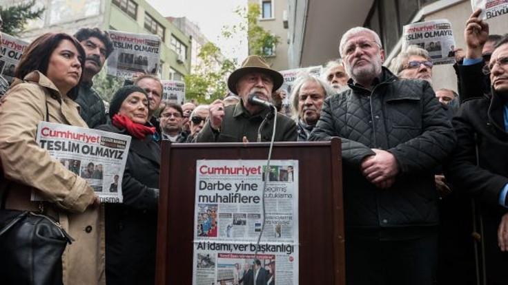 Cumhuriyet gazetesine sanatçılardan destek