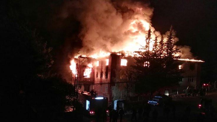 Adana'daki kız öğrenci yurdunda yangın: 12 ölü