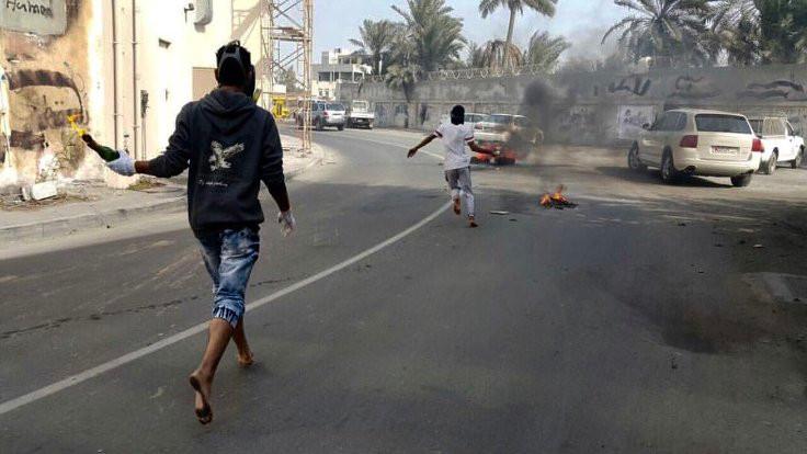 Bahreyn'de tepki sokağa taştı