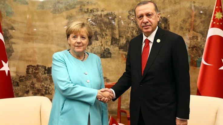 Merkel'den Erdoğan'a: Açıklamalar absürt