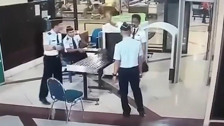 Sarhoş pilot uçaktan atıldı