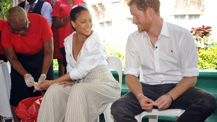 Rihanna AIDS testi yaptırdı