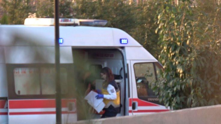 Yurtta kollarını kesen 4 kız hastaneden kaçtı
