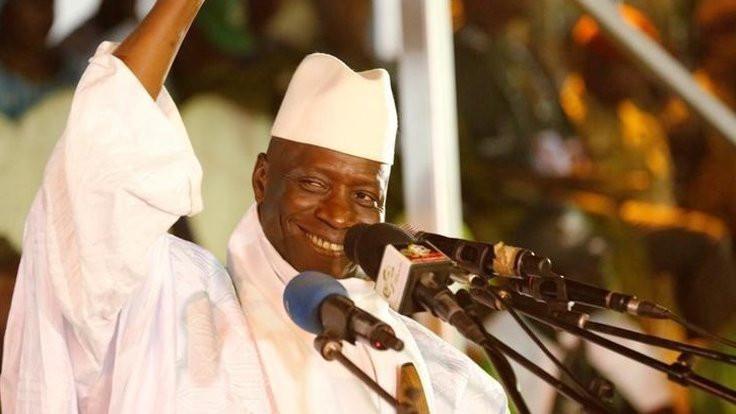 Görevi bırakmak istemeyen başkan OHAL ilan etti