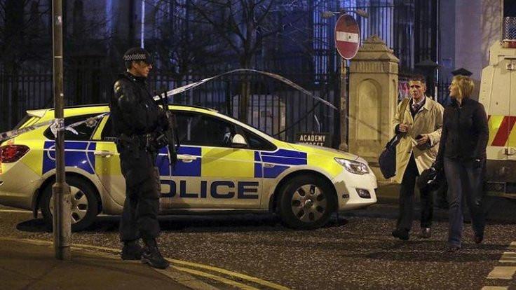 Silah bırakmayan IRA'lı grup polise saldırdı