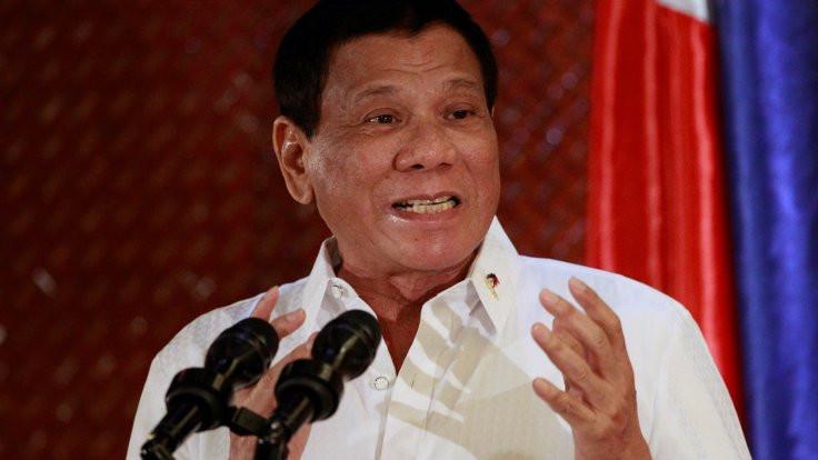 Filipinler lideri kiliseye küfretti