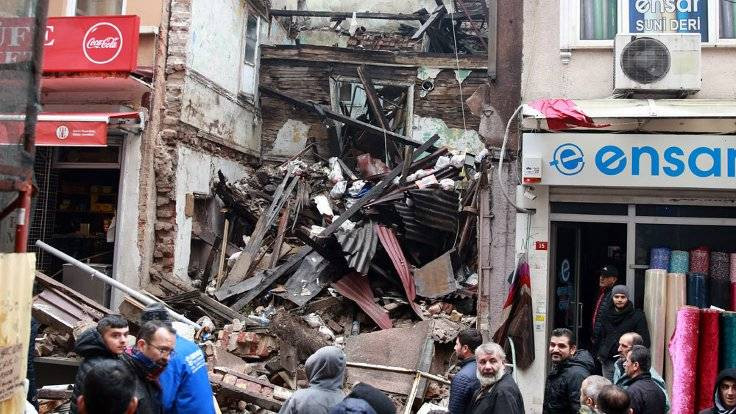 İstanbul Fatih'te metruk bina çöktü