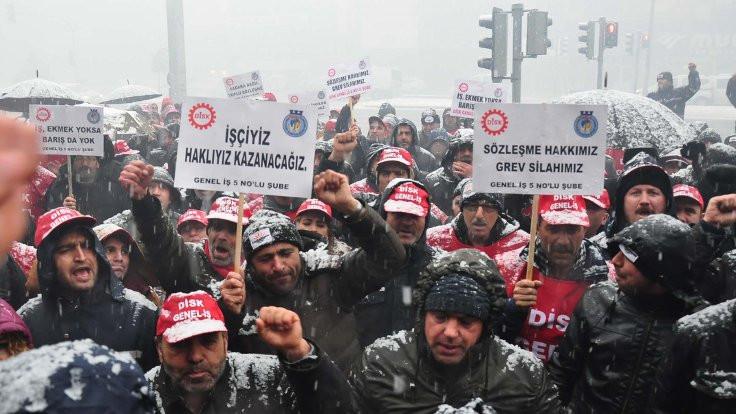 Karabağlar Belediyesi'ne grev ilanı asıldı