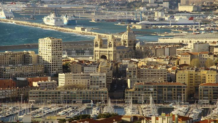 Marsilya'da ses duvarını aşan uçak panik yarattı