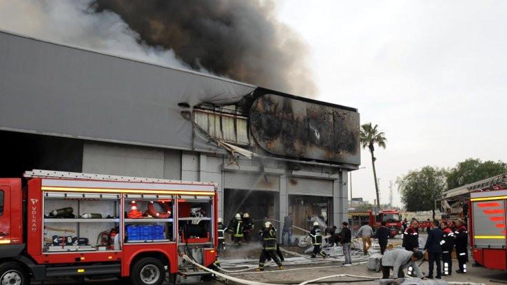 Adana'da plastik fabrikasında yangın
